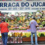 Mercado Municipal com muitas frutas